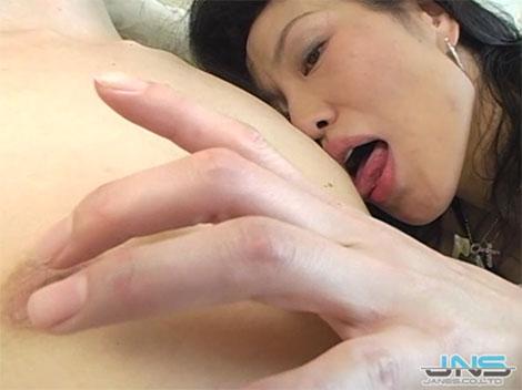 超絶エロ巧い乳首舐め