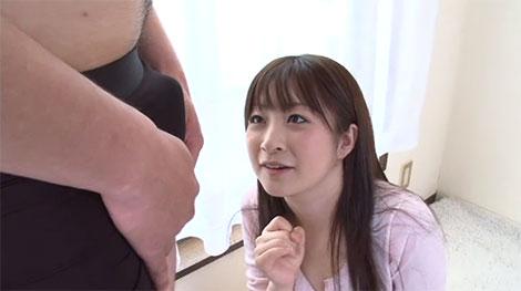 主人以外の股間に興味津々な美人妻