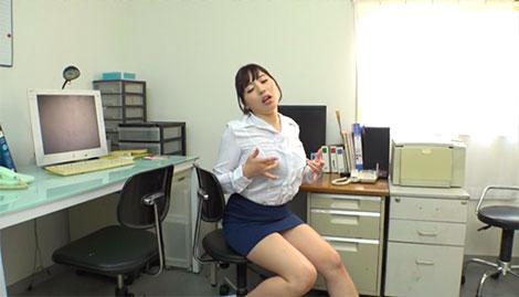 毎日誰もいないオフィスで乳首オナニーをするのが日課