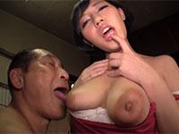 自分の乳首にゼリーを垂らして介護老人に乳首ごと食べさせる乳首びんびんドスケベ介護士の椎名のりこ