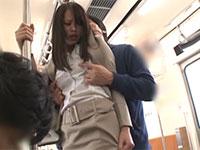 AVの撮影現場に行く電車の中で乳首痴漢の被害にあってしまった通野未帆さんを偶然撮影!