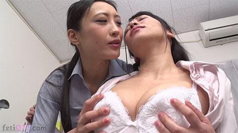乳首は正直なユリ