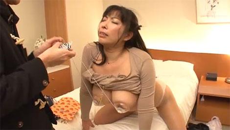 乳首ローターで乳首調教