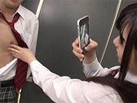 とある高校の女子の間で男子生徒の乳首を責めてチンポをオモチャにする動画を撮影&SNS投稿するの大流行!?