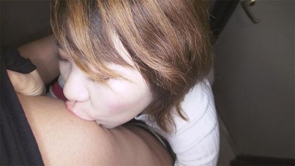 ベロチューからの乳首舐め
