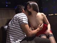 乳首を弄られて発情するオッパブ嬢、戸田真琴