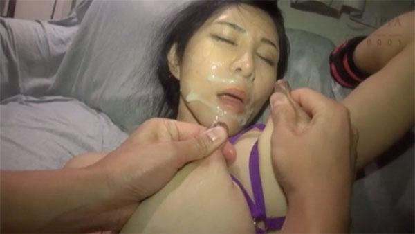 ザーメンまみれの顔にセルフ射乳