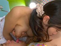 母乳ママと相互乳首舐め