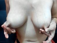 乳首の長いLongNippleなお姉さんがエロチャットでリモバイLushをアソコで震わされ痙攣しながら乳首を伸ばし弄る動画!