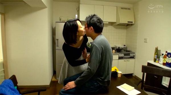 ベロチューしながらお互いに乳首を触り合う