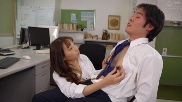 ネクタイで乳首を刺激される同僚