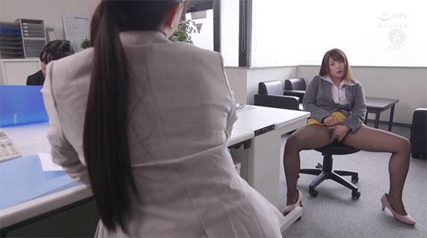 オフィスでオナニー指示をされる凪