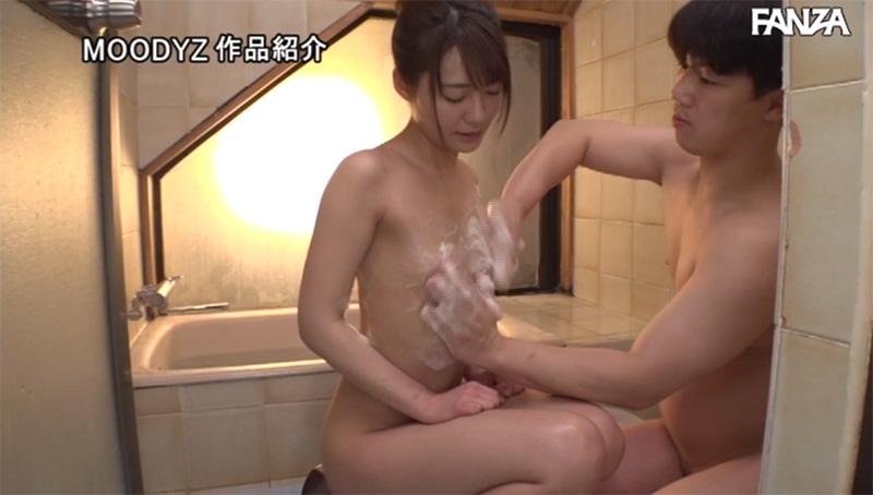 お風呂で乳首をシツコク洗われる東條なつ