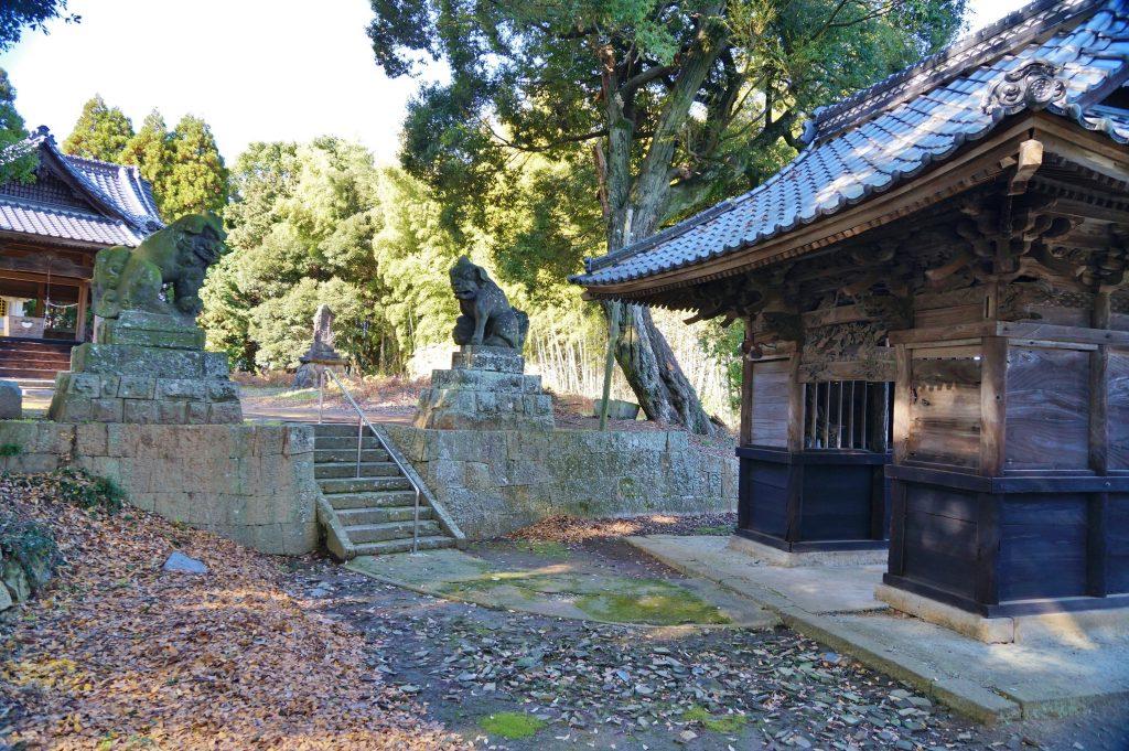 福岡県大牟田市宮部66-1 早馬神社 宮部のもんはひねくれもん 曲がった参道