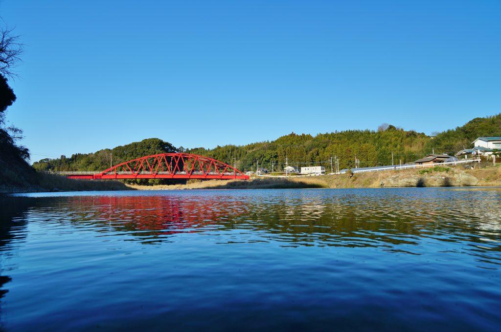福岡県八女市黒木町田形354-1 釜屋神社 晴るる水面に かまや橋