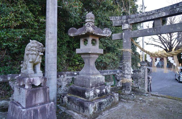 福岡県八女市黒木町田形354-1 釜屋神社 狛犬 鳥居