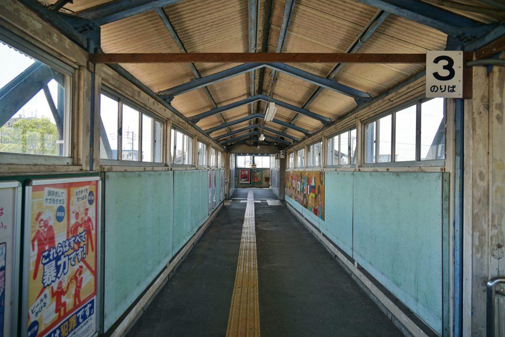九州旅客鉄道鹿児島本線 JR荒木駅 跨線橋通路 3のりば これらはすべて暴力です!