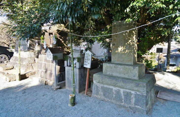 福岡県大牟田市鳥塚町88 三笠神社 駐車場の石碑 祠
