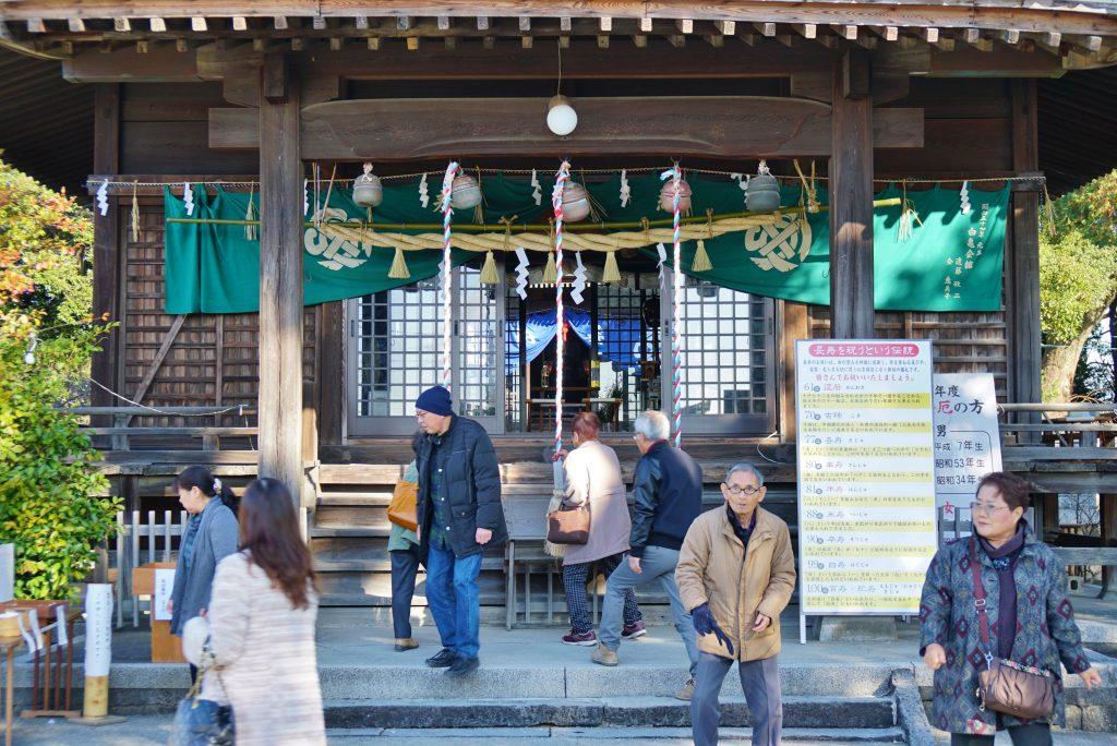 福岡県大牟田市鳥塚町88 三笠神社 拝殿 お正月の参拝客
