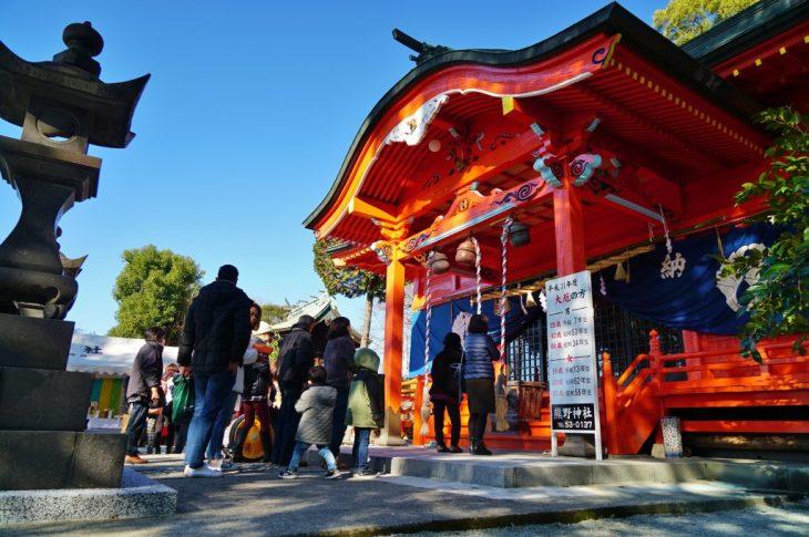 福岡県大牟田市鳥塚町87 熊野神社 拝殿 お正月の参拝客
