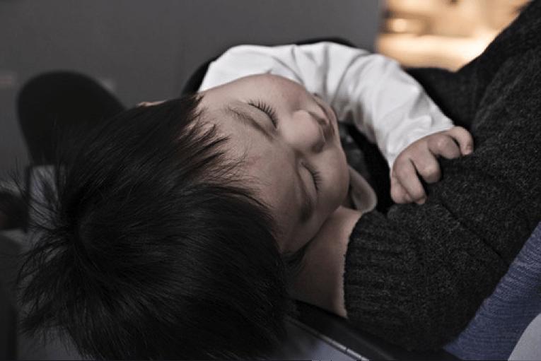 赤ちゃんに解熱剤が効かない!薬に頼る前にするべき4ステップとは?