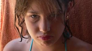 606051_56047834 upset girl
