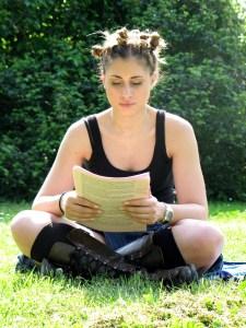 625038_65468311 older girl reading