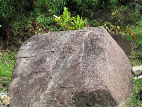 Tahiti-ruins-papenoo-valley-petroglyph