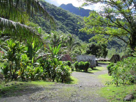 Tahiti-village-papenoo-valley
