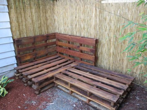 How-to-make-an-outdoor-pallet-sofa-sectional-(10)