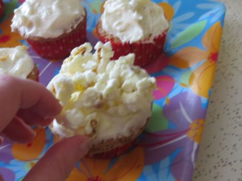 Buttered popcorn cupcakes (5)