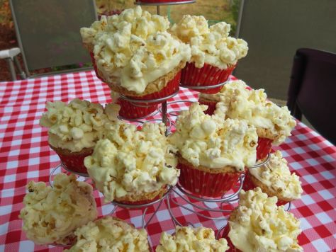 Buttered popcorn cupcakes (9)