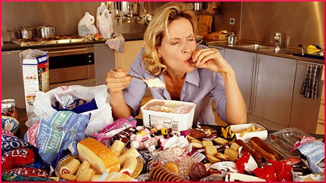 emotional-eating-woman