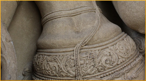 statue-belly-closeup