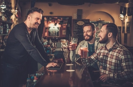 bartender-patrons-in-english-pub