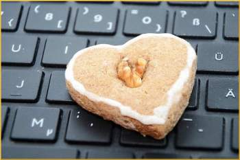 cookie-on-keyboard