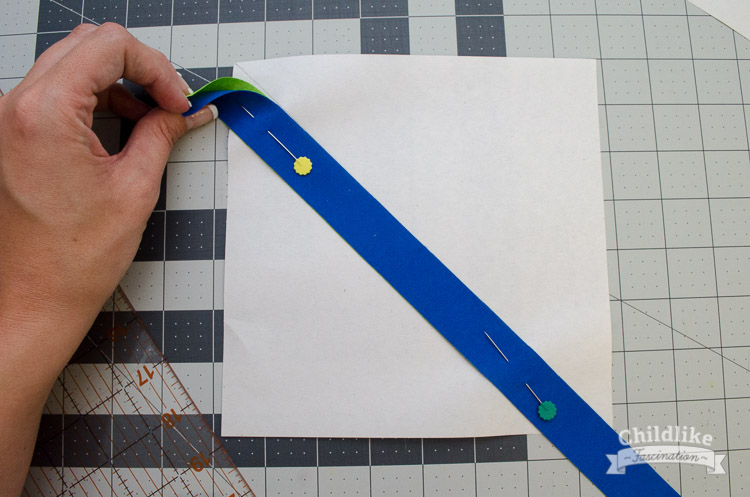 Pin two strings RST along the diagonal line