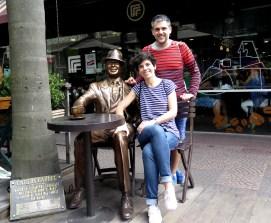La pareja con Carlos Gardel