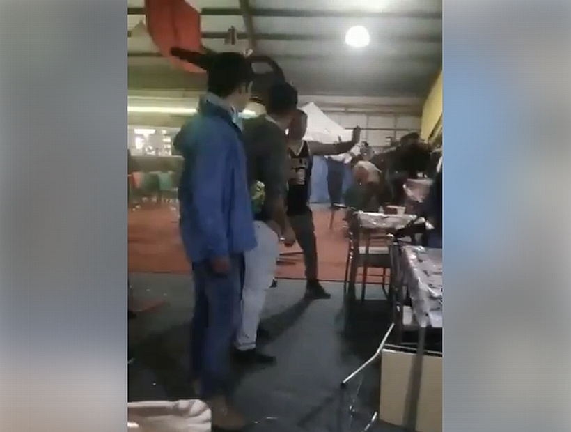 [VIDEO] Se agarraron a sillazos: Revelan gran pelea en una fonda de Frutillar