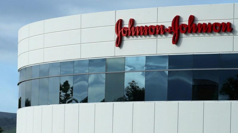 «LE CRECIERON LOS PECHOS»                               Johnson & Johnson deberá pagar 8.000 millones de dólares a un hombre al que le crecieron los senos por una medicina antipsicótica