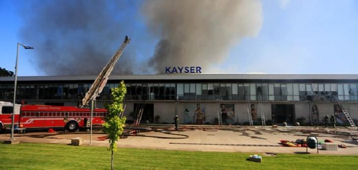 Bomberos confirma cinco personas fallecidas por incendio en bodega de Kayser en Renca