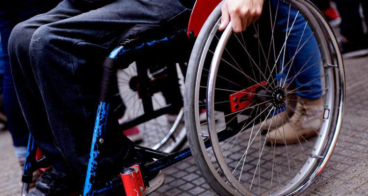 Alumno en silla de ruedas REPROBÓ RAMO de expresión corporal por que NO SE PODÍA MOVER, condenan a academia por DISCRIMINACIÓN
