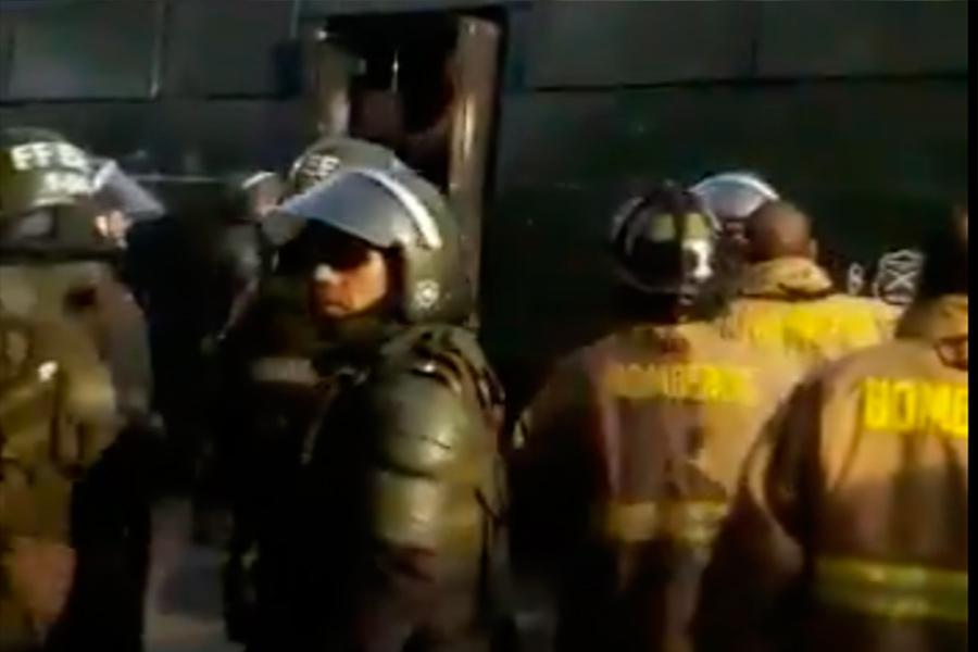 """""""Es la peor experiencia de mi vida"""": el crudo relato de bombero detenido por Carabineros"""