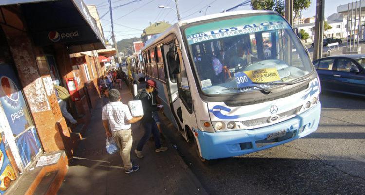 No llegaron a acuerdo: paralización de microbuses Coronel-Lota continuará este viernes