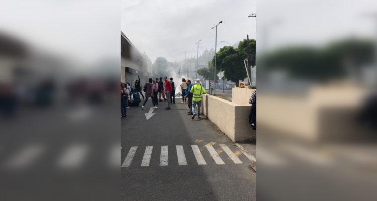 Encapuchados encienden barricada e intentan quemar oficina de Uber en Concepción