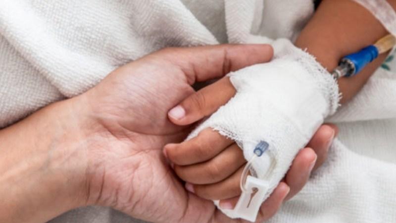 Padres dejan con DAÑO CEREBRAL grave a hija tras someterla a DIETA VEGANA desde pequeña