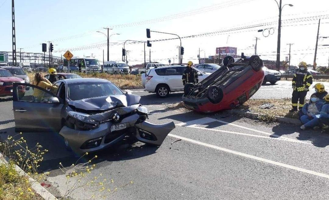 Colision y VOLCAMIENTO vehicular provocan HERIDOS en ruta 160