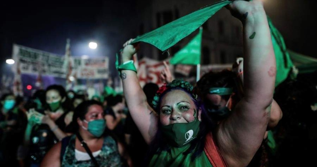 LasTesis CELEBRAN aprobación del ABORTO en Argentina: «Pasará a la MEMORIA colectiva»