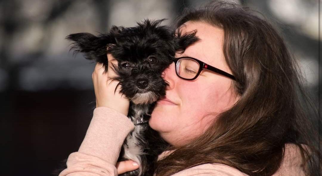 ADVIERTEN: Tratar a tu perrito como «HIJO» puede llevarte a sufrir TRASTORNOS PSICOLÓGICOS