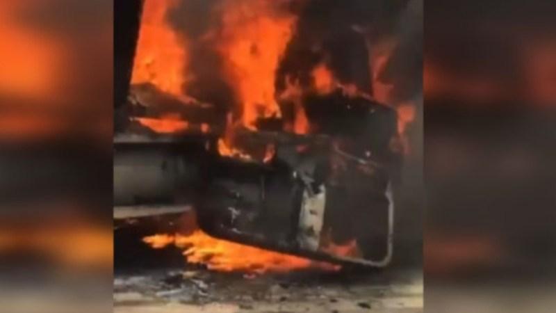 Desconocidos PRENDEN FUEGO a camión de transporte forestal en ruta de TIRÚA
